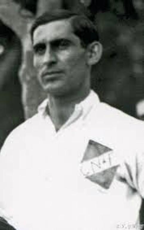 Abdón Porte con la camiseta de Club Nacional de Football - Odio Eterno Al Fútbol Moderno