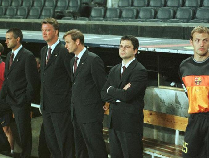 Arnau junto al cuerpo técnico el día del plantón del Barcelona en Copa - Odio Eterno Al Fútbol Moderno