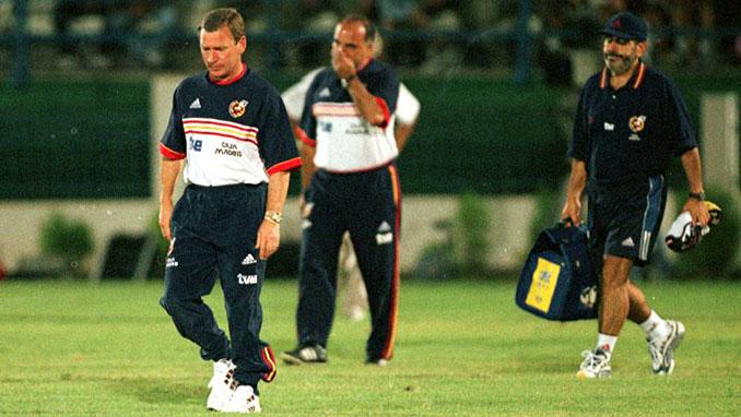 Clemente junto a su cuerpo técnico tras el partido ante Chipre - Odio Eterno Al Fútbol Moderno