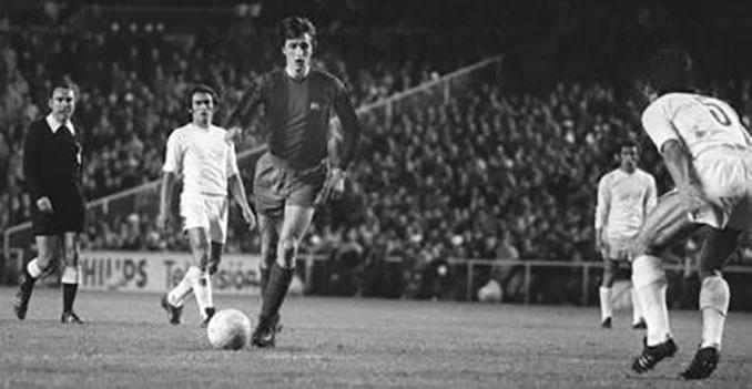 Johan Cruyff en el Clásico de 1974 - Odio Eterno Al Fútbol Moderno