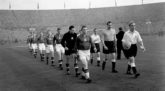 Duelo entre Inglaterra y Hungría en el Estadio de Wembley en 1953 - Odio Eterno Al Fútbol Moderno