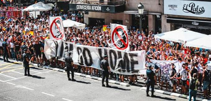 Aficionados valencianistas protestando contra Peter Lim - Odio Eterno Al Fútbol Moderno
