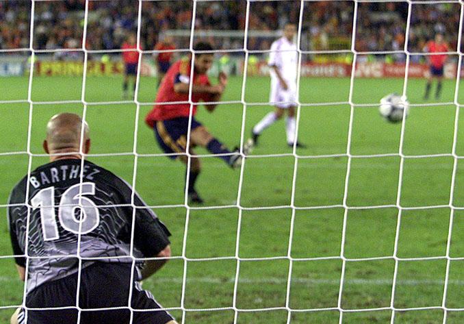 Penalti fallado por Raúl ante Francia en la Eurocopa 2000 - Odio Eterno Al Fútbol Moderno