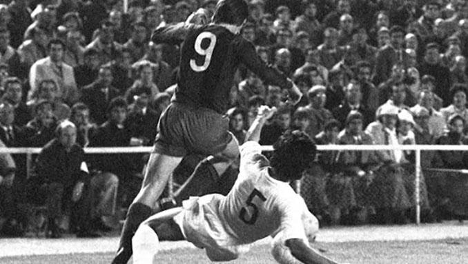 Cruyff y Goyo Benito en el Clásico de 1974 - Odio Eterno Al Fútbol Moderno