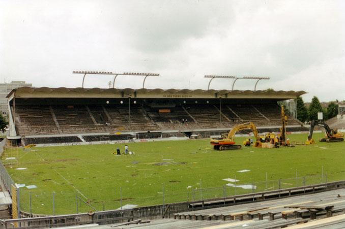 Demolición del Wankdorfstadion en 2001 - Odio Eterno Al Fútbol Moderno
