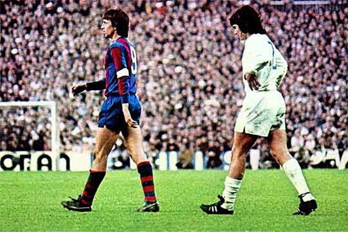 Johan Cruyff en un partido frente al Real Madrid - Odio Eterno Al Fútbol Moderno