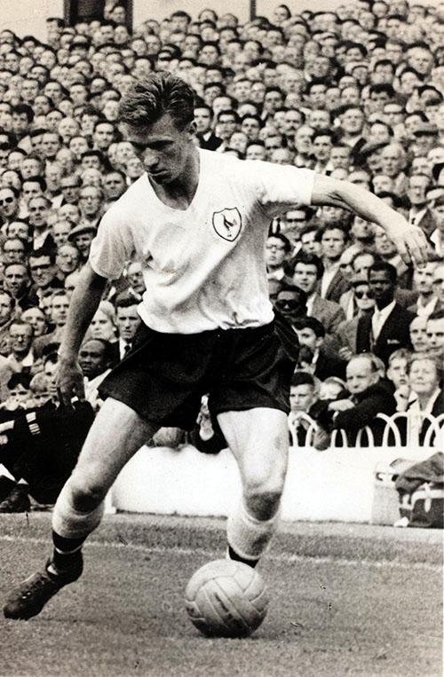 John White en un partido con el Tottenham Hotspur en White Hart Lane - Odio Eterno Al Fútbol Moderno