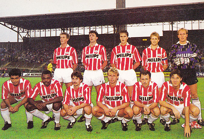 PSV Eindhoven en 1989, Kalusha (en la parte inferior izquierda) junto a Romario - Odio Eterno Al Fútbol Moderno