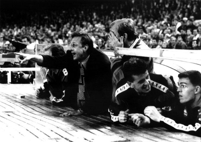 Cruyff en el banquillo del Camp Nou - Odio Eterno Al Fútbol Moderno