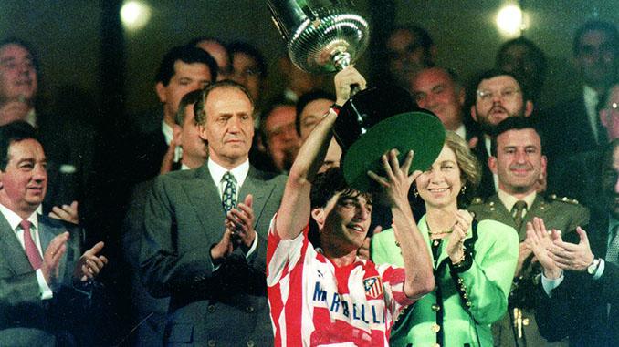 Futre levantando la Copa de 1992 - Odio Eterno Al Fútbol Moderno