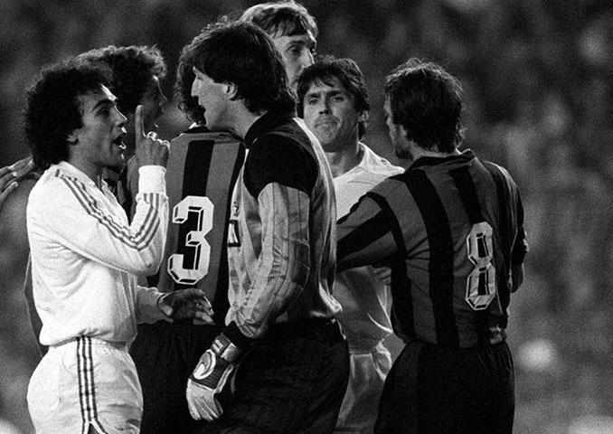 Hugo Sánchez y Walter Zenga en el Real Madrid vs Inter de 1986 - Odio Eterno Al Fútbol Moderno