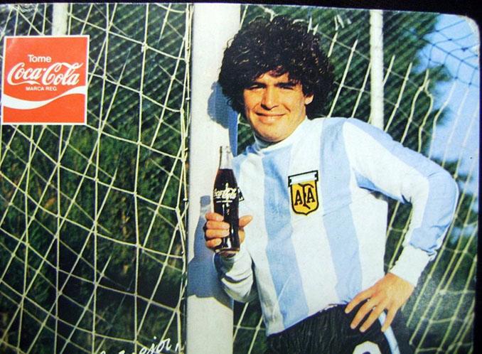 Diego Maradona publicitando la famosa marca de refrescos - Odio Eterno Al Fútbol Moderno