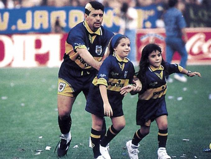 El 7 de octubre de 1995 Maradona volvió a vestir la camiseta de Boca Juniors - Odio Eterno Al Fútbol Moderno