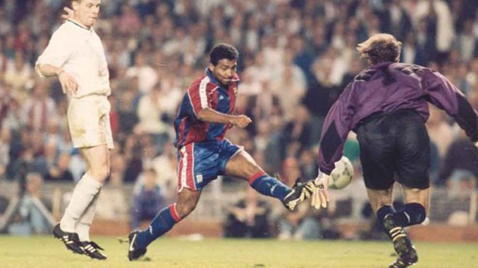 Romario en una acción del partido ante el Dinamo de Kiev en 1993 - Odio Eterno Al Fútbol Moderno