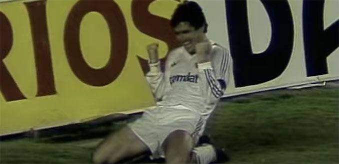 Santillana celebrando un gol en el Real Madrid vs Inter de 1986 - Odio Eterno Al Fútbol Moderno