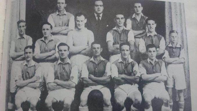 Sean Connery, en la segunda fila con su equipo de fútbol - Odio Eterno Al Fútbol Moderno