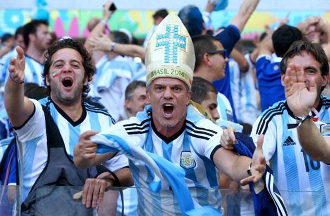 Aficionados argentinos apoyando a su selección en la Copa del Mundo - Odio Eterno Al Fútbol Moderno