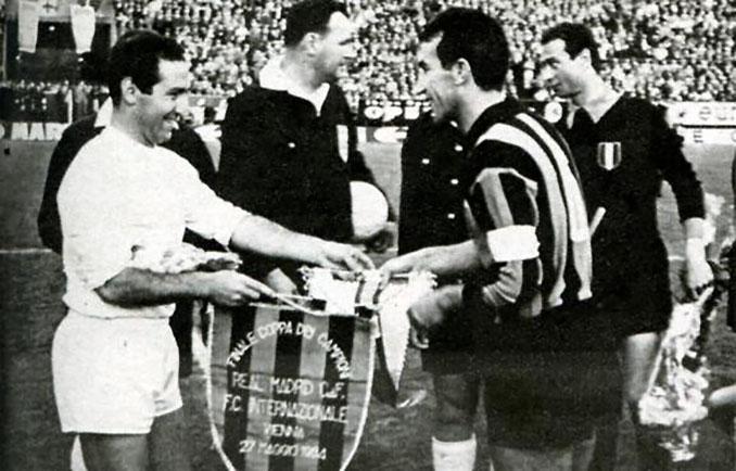 Gento y Picchi antes del Inter vs Real Madrid de 1964 - Odio Eterno Al Fútbol Moderno