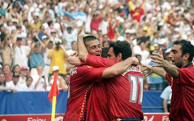 Futbolistas de España celebrando uno de los tres goles que lograron ante Suiza en el Mundial '94 - Odio Eterno Al Fútbol Moderno