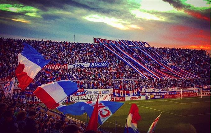 Hinchas de Club Nacional en el Gran Parque Central - Odio Eterno Al Fútbol Moderno