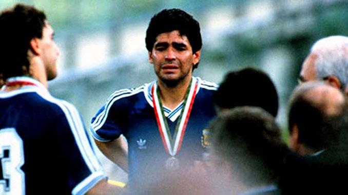 Maradona tras perder la final de Italia '90 - Odio Eterno Al Fútbol Moderno