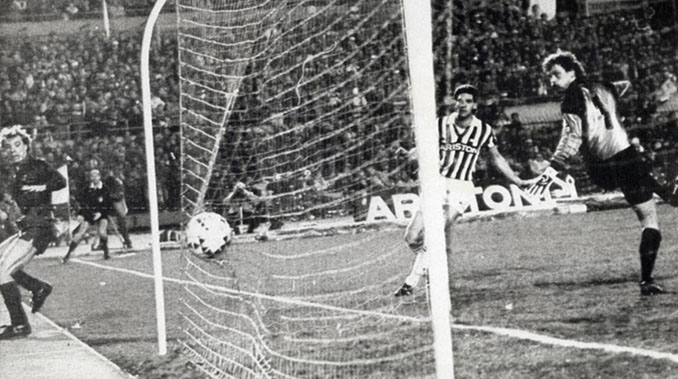 Gol de Archibald en la eliminatoria Barcelona vs Juventus de la Copa de Europa de 1986 - Odio Eterno Al Fútbol Moderno