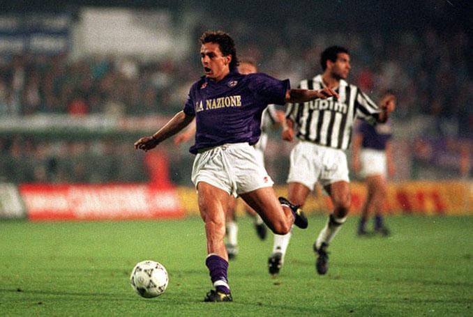 Roberto Baggio con la camiseta de la Fiorentina en la final de la Copa de la UEFA de 1990 - Odio Eterno Al Fútbol Moderno