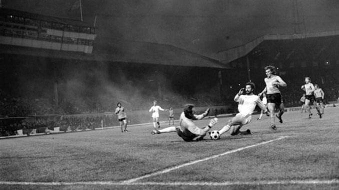 Final de la Copa de Europa de 1976 entre Bayern de Múnich y Saint-Étienne - Odio Eterno Al Fútbol Moderno