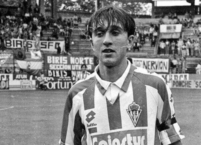 Juanele con la camiseta del Sporting de Gijón - Odio Eterno Al Fútbol Moderno