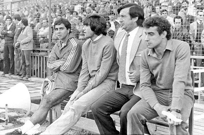 Marcos Alonso en el banquillo tras su expulsión ante el Real Zaragoza - Odio Eterno Al Fútbol Moderno
