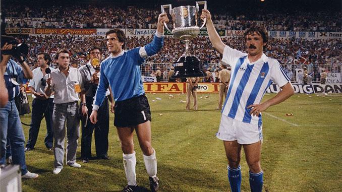 Arconada y Larrañaga celebrando la Copa del Rey ganada por la Real Sociedad en 1987 - Odio Eterno Al Fútbol Moderno