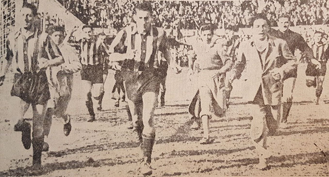Vuelta olímpica de Peñarol tras El Clásico de la fuga - Odio Eterno Al Fútbol Moderno