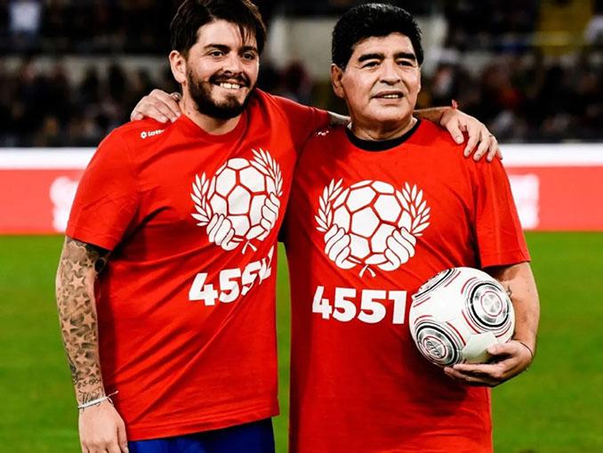 Diego Sinagra con su padre, Maradona - Odio Eterno Al Fútbol Moderno