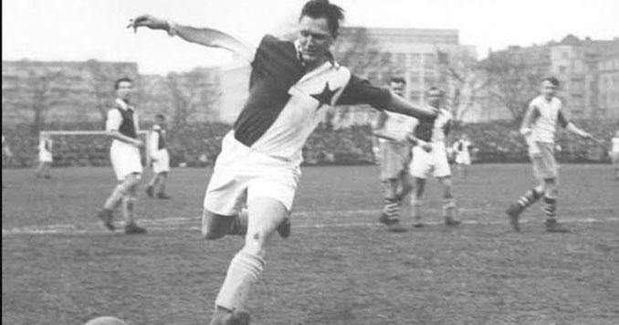 Josef Bican durante su etapa en el Slavia Praga - Odio Eterno Al Fútbol Moderno