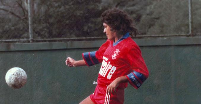 Una de las pocas imágenes de Carlos Henrique Raposo con un balón - Odio Eterno Al Fútbol Moderno