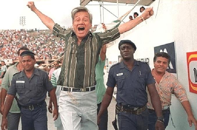 Castor de Andrade presidente del Bangu y apasionado de la samba - Odio Eterno Al Fútbol Moderno