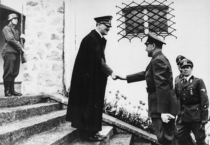 Ante Pavelić y Adolf Hitler - Odio Eterno Al Fútbol Moderno en 1941