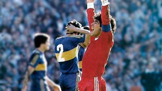 Maradona celebrando un gol en el Argentinos Juniors vs Boca Juniors - Odio Eterno Al Fútbol Moderno