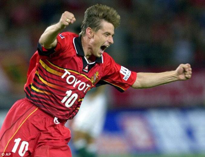 Piksi Stojkovic durante su etapa como jugador del Nagoya Grampus - Odio Eterno Al Fútbol Moderno