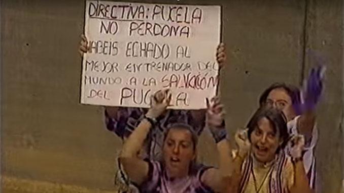 Aficionados del Valladolid protestando por la destitución de Cantatore - Odio Eterno Al Fútbol Moderno