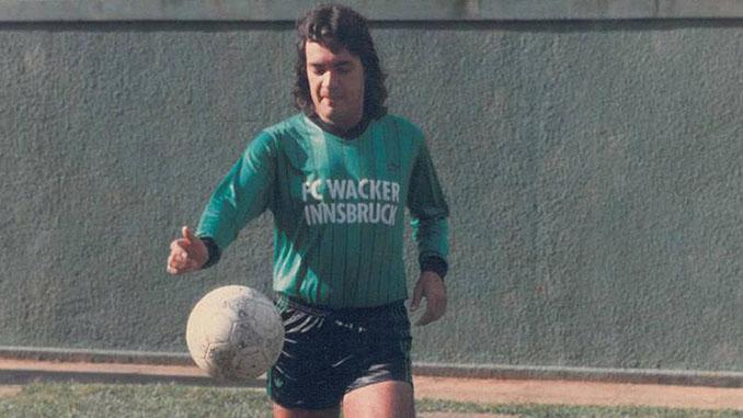 Carlos Henrique Raposo con la camiseta del FC Wacker Inssbruck, club en el que nunca jugó - Odio Eterno Al Fútbol Moderno