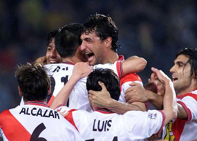 Futbolistas del Rayo Vallecano celebrando un gol en la temporada 1999-2000 - Odio Eterno Al Fútbol Moderno