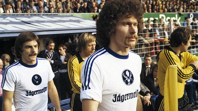 Paul Breitner en un partido con el Eintracht Braunschweig - Odio Eterno Al Fútbol Moderno