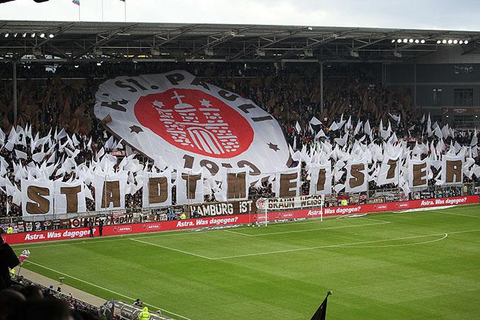 Aficionados del St. Pauli en el Millerntor-Stadion - Odio Eterno Al Fútbol Moderno