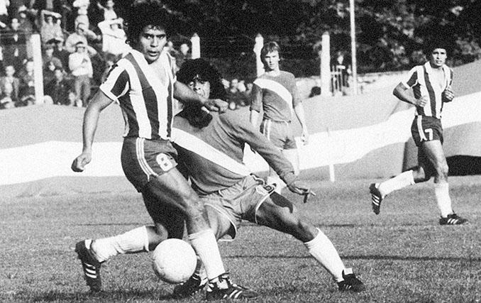 Caño de Maradona a Cabrera en su debut con Argentinos Juniors - Odio Eterno Al Fútbol Moderno