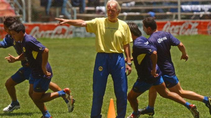 Leo Beenhakker durante su primera etapa en Club América - Odio Eterno Al Fútbol Moderno