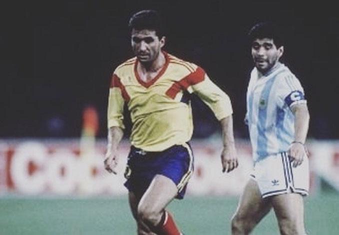 Hagi y Maradona en el Argentina vs Rumanía del Mundial '90 - Odio Eterno Al Fútbol Moderno