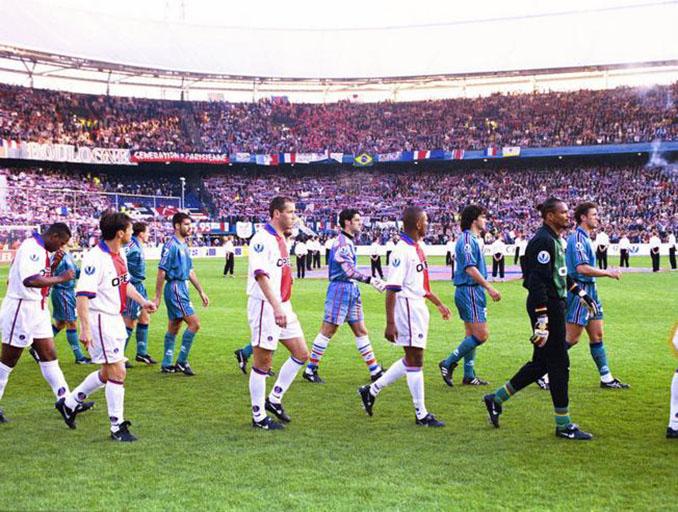 Barcelona y PSG en los prolegómenos de la final de la Recopa de 1997 - Odio Eterno Al Fútbol Moderno
