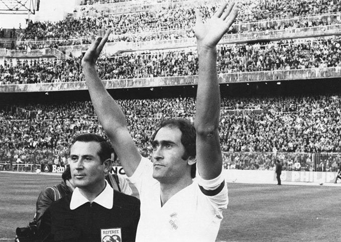 """""""Pirri"""" saludando al público del Santiago Bernabéu en su etapa como jugador - Odio Eterno Al Fútbol Moderno"""