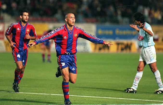 Ronaldo celebrando su espectacular gol a la SD Compostela - Odio Eterno Al Fútbol Moderno